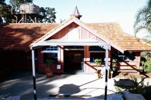 Mt Coot-tha Lookout & Kiosk (1996); Heritage Branch staff