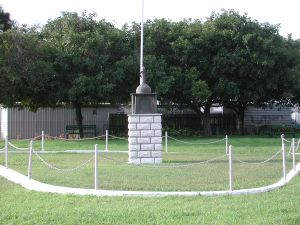 Pinkenba War Memorial ; Heritage Branch staff