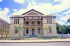 Maryborough Court House, from SE (1997); Heritage Branch