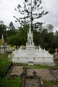 Toowong Cemetery - Mayne Family memorial - from W (2015); Vic Bushing