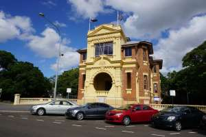 Ipswich Soldiers' Memorial Hall from East (2016); Vic Bushing