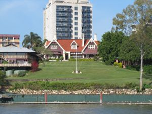 Shafston House (2011) from Brisbane River; Heritage Branch staff