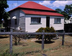 Workers' Dwelling No.1, Nundah (2004); Heritage Branch staff