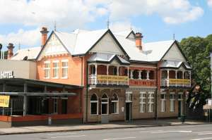 Normanby Hotel (2008); Heritage Branch staff