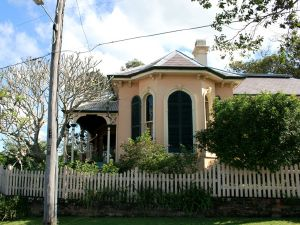 Wilston House from E (2009); Heritage Branch staff