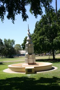 Lissner Park Commonwealth Fountain (2009); Heritage Branch staff