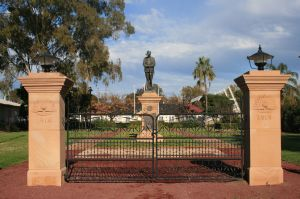 Dalby War Memorial and Gates (2008); Heritage Branch staff