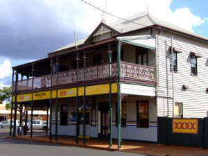Federal Hotel, Childers (2008); Heritage Branch staff