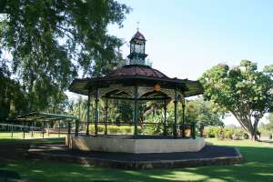 Queen's Park, bandstand from S (2009); Heritage Branch staff