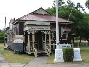 Marburg Community Centre and First World War Memorial, from SE (2009); Heritage Branch staff