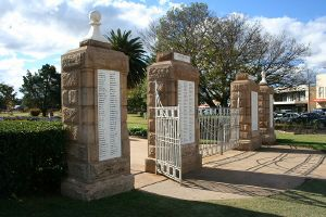 Warwick War Memorial and Gates (2008); Heritage Branch staff