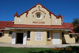 Main Beach Pavilion and Southport Surf Lifesaving Club (2009); Heritage Branch staff