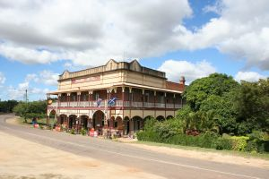 Railway Hotel, Ravenswood, from N (2009); Heritage Branch staff